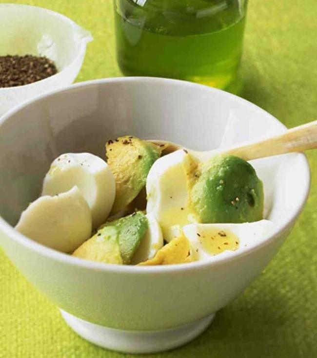 Салат из авокадо и вареных яиц еда, закуска, полезно