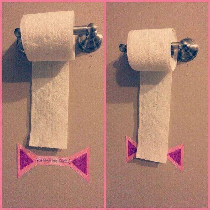 11. Приклейте ограничитель, и дитя будет знать, сколько туалетной бумаги на самом деле ему понадобится. дети, родители, советы