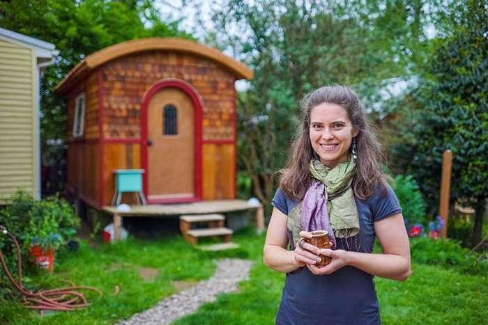 2. Лина и ее дом площадью 10 квадратных метров дом, люди