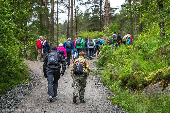 Восхождение на самую красивую гору Норвегии (21 фото)