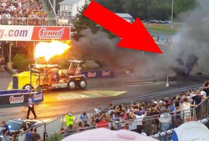 Самый быстрый  грузовик на реактивной тяге расплавил асфальт (2 фото)