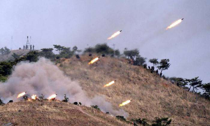 На границе между КНДР и Республикой Кореей вновь неспокойно (16 фото)