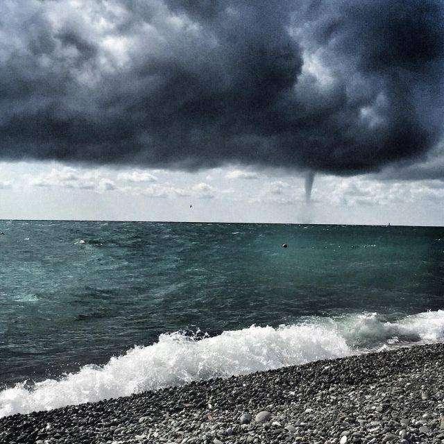 Смерч у побережья в Сочи