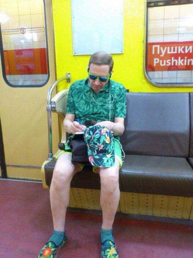 Самые сумасшедшие модники российского метро (24 фото)