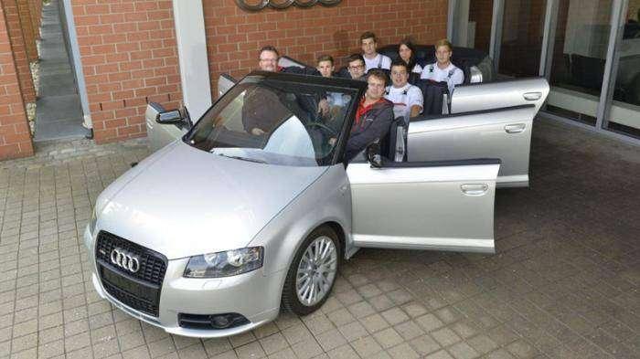 Audi построило восьмиместный, шестидверный кабриолет (4 фото)