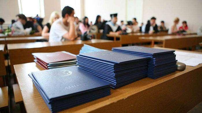Как устроен рынок продажи поддельных дипломов (7 фото)