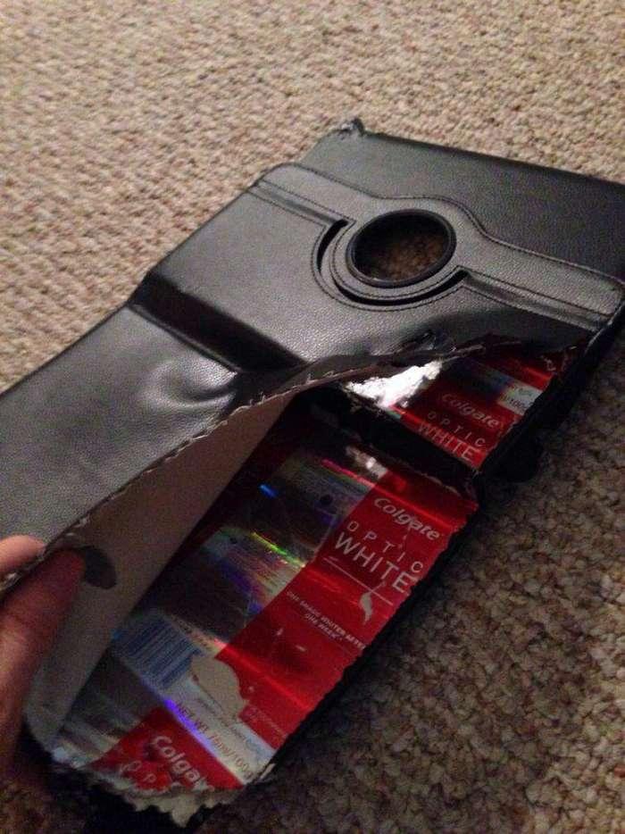 Зачем париться над жёсткой основой чехла для планшета, когда внутрь можно засунуть разложенную коробку от зубной пасты? китай, халтура