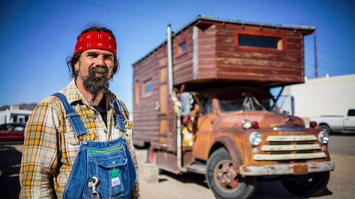 6. Джон и его дом в грузовике дом, люди