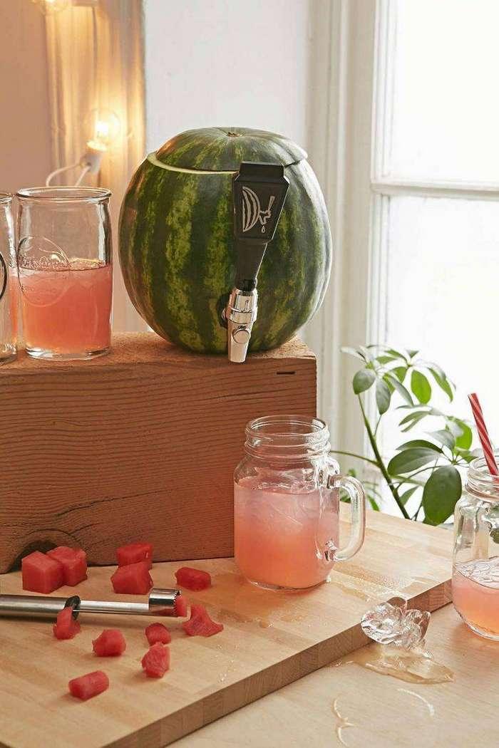3. Этот краник встраиваемый в арбуз позволит вам наслаждаться арбузным соком сколько вы пожелаете гаджет, кухня