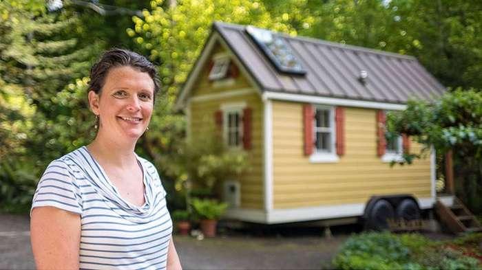 4. Бриттани и ее дом площадью 13 квадратных метров дом, люди