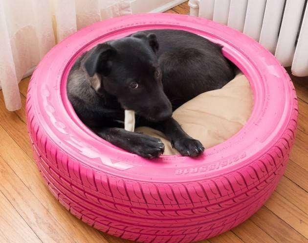 Лежак для собаки из покрышки