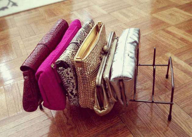 Хранение вещей в шкафу: органайзер для сумок