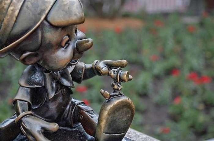 """14. """"Пиноккио"""" в переводе с итальянского означает """"кедровый орешек"""" интересные факты, правда, прикол, факты"""