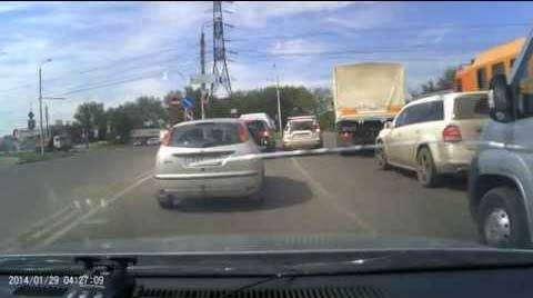 Бывают же уроды на дороге , хорошо что есть такие люди которые следят за порядком