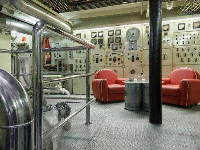 Советский корабль-разведчик превратили в суперроскошную яхту