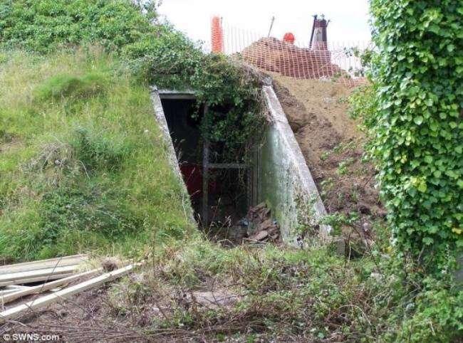 Девушка купила старый бункер и сотворила с ним невероятное (11 фото)