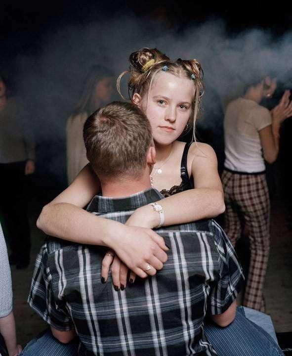 Такие провинциальные дискотеки до сих пор живы в Литве (12 фото)