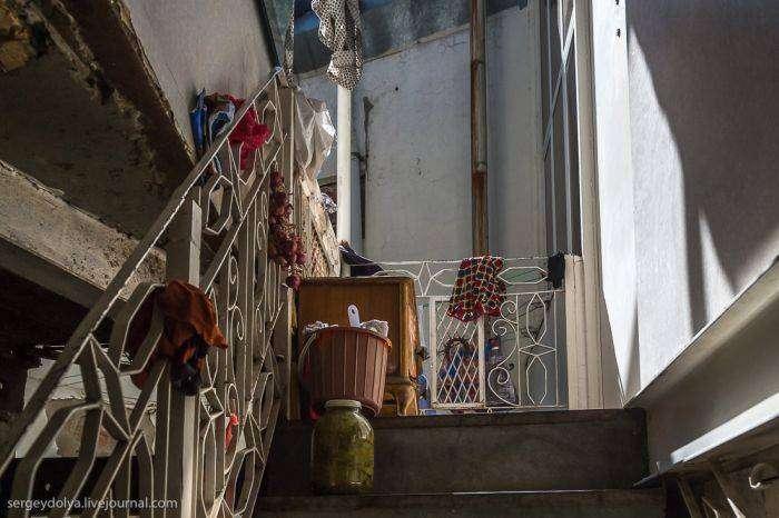 Что  таит за собой дверь из комедии «Бриллиантовая рука» (8 фото)