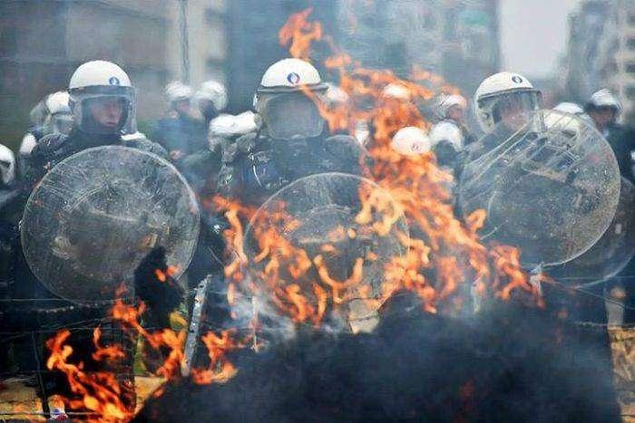 Фермеры устроили акцию протеста в Брюсселе (16 фото)
