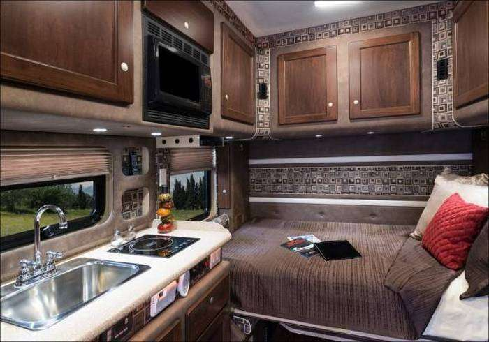 Роскошная каюта внутри грузовика (9 фото)