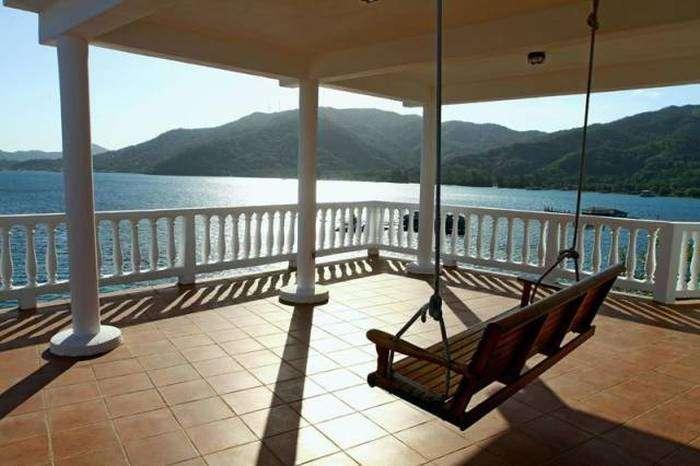 Чудесный отель на крошечном островке (16 фото)