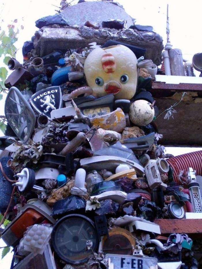 Дом из мусора (16 фото)