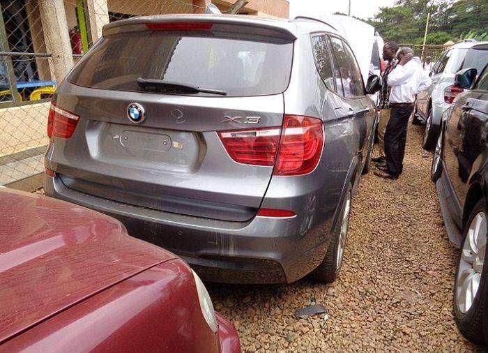 В Уганде нашли угнанные в Великобритании машины на миллионы $ (7 фото)