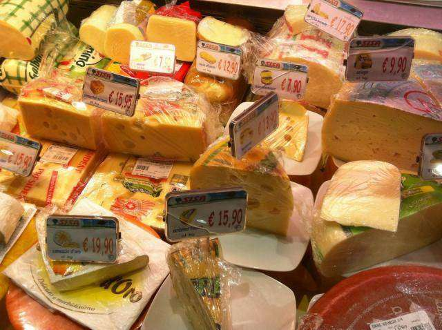 Обычный продуктовый магазин в Италии (10 фото)