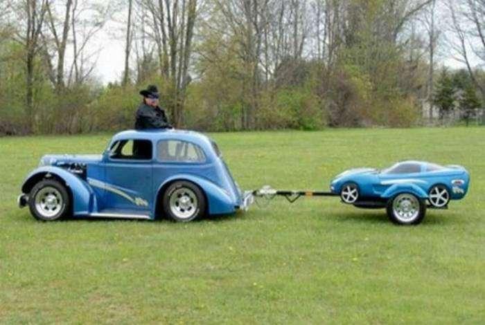 Большая и маленькая машины для папы и сына.