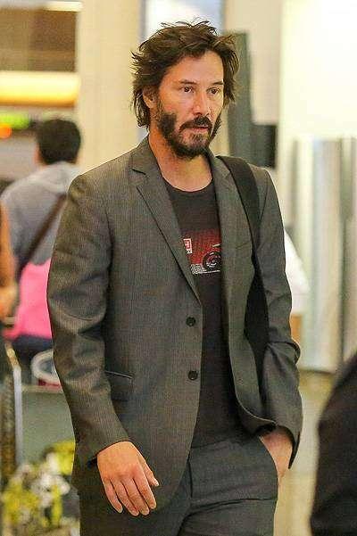 Киану Ривз в свой день рождения в аэропорту Лос-Анджелеса