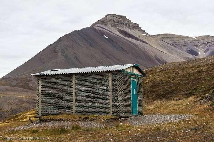 Норвежский дом из бутылок