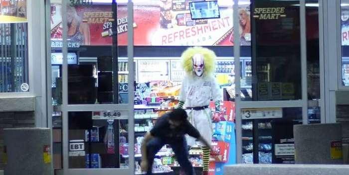 Ужасный прикол мира. Видеоролики об атаке клоунов-убийц