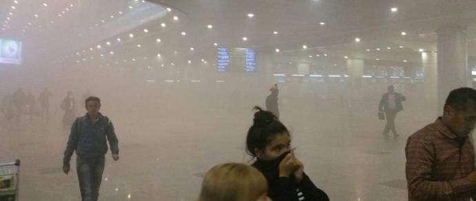 Задымление в аэропорту Домодедово в Москве: эвакуированы тысячи человек