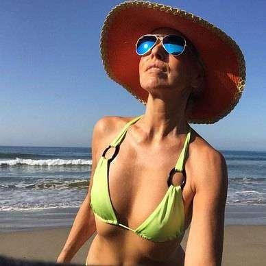 Ясмине Росси 59 лет, иона является успешной моделью