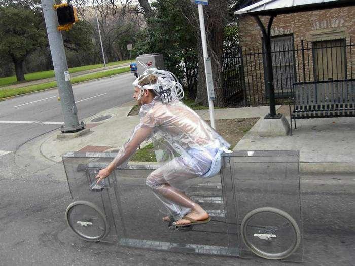 Странный человек на странном велосипеде - можно считать, они нашли друг-друга.