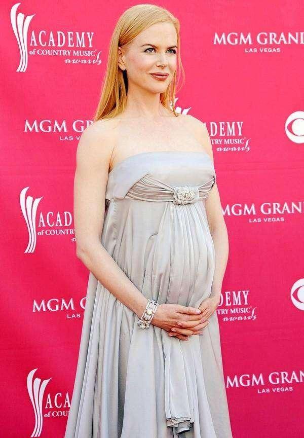 Фото зарубежных беременных звезд