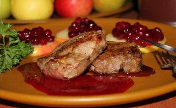 Мужские рецепты: говядина в клюквенном соусе