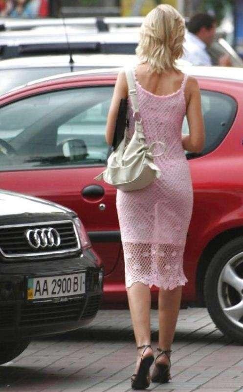 Дама в прозрачном платье