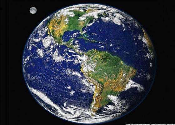 Земля не идеальная сфера, из-за вращения Земля вытянута вокруг экватора