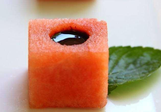 Блюда из арбуза: аппетайзер с бальзамической глазурью
