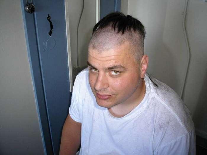 Снилось, что мой сын 6 лет , подошел ко мне и показывает, что он подстриг сам себе челку.