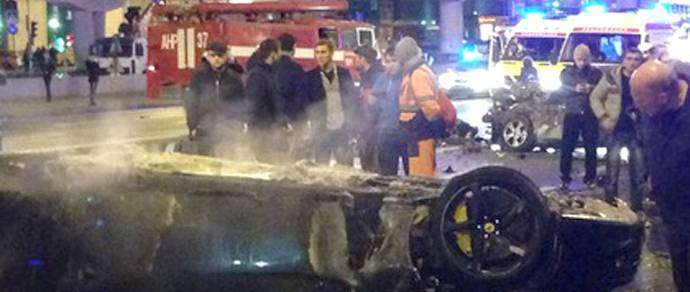 Охранники 17-летнего водителя, совершившего в Москве крупное ДТП на Ferrari, напали на журналистов и полицейского