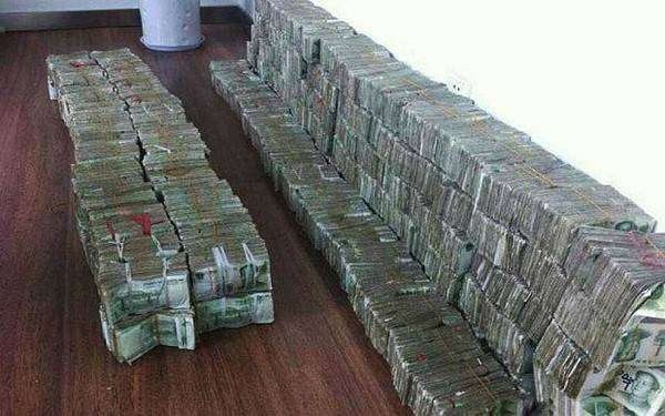 Уличная торговка заплатила за BMW 100 кг денег (3 фото)
