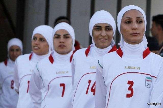 8 футболисток женской сборной Ирана оказались мужчинами (3 фото)