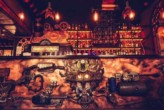 В Румынии открылся стимпанк-бар (12 фото)