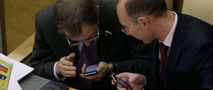 Российским чиновникам могут запретить пользоваться Google и WhatsApp