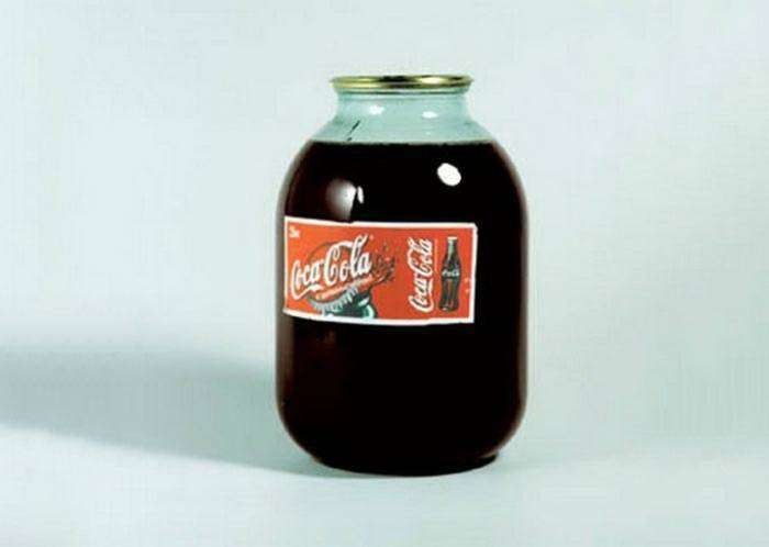 Именно «Кока-Кола» стала официальным напитком Олимпиады-80 в Москве, а в 1986 года было подписано соглашение о производстве «советской» кока-колы для широкой продажи.