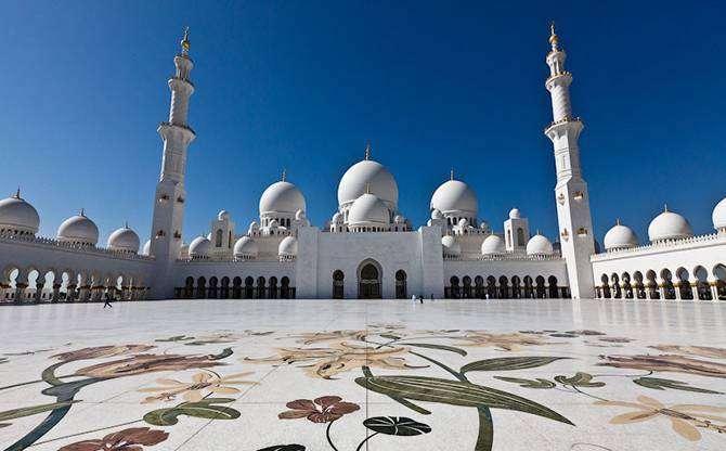 Мечеть Шейха Зайда – главная витрина несметных богатств эмирата Абу-Даби