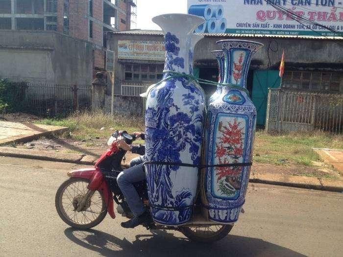 Отличный способ перевозки хрупких ваз.
