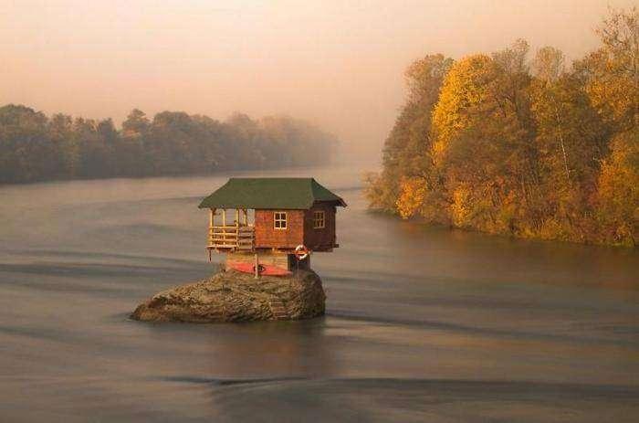 Одиночество в одиноком домике (19 фото)